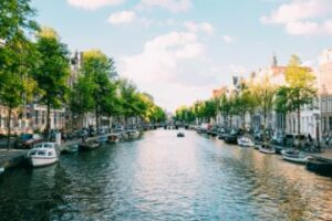 Firmengründung in den Niederlanden